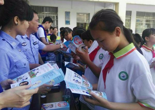 潭门镇中心学校扎实开展打黑除恶宣传教育活动