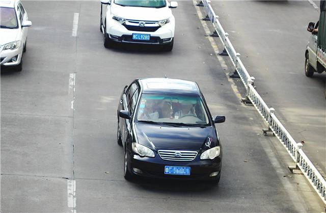 """""""开车打手机""""交通违法行为危害大——琼海交警将开启""""最严整治"""""""