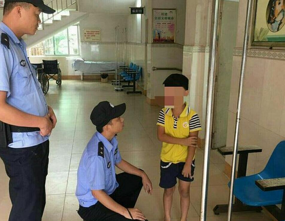 中原派出所路管员快速帮助走失小男孩找到亲人