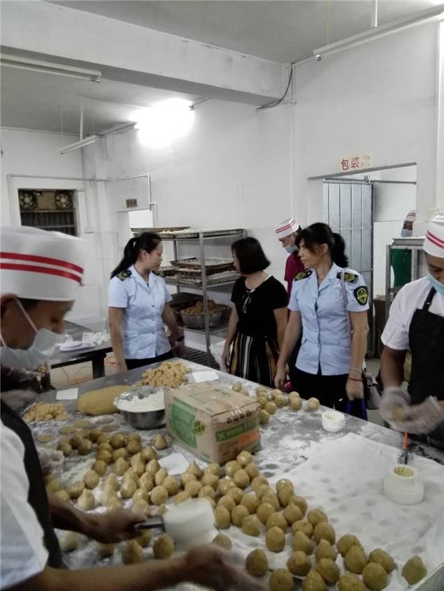 嘉积食药监所强抓月饼生产质量安全检查