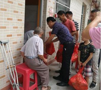 工商联潭门商会走访慰问敬老院老人