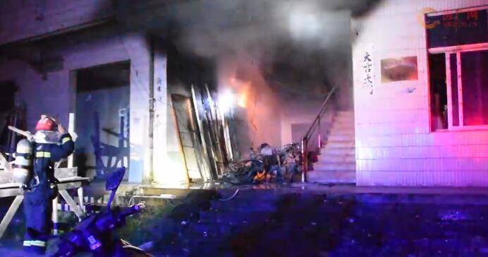 职工宿舍着火 琼海消防及时扑救成功疏散38人