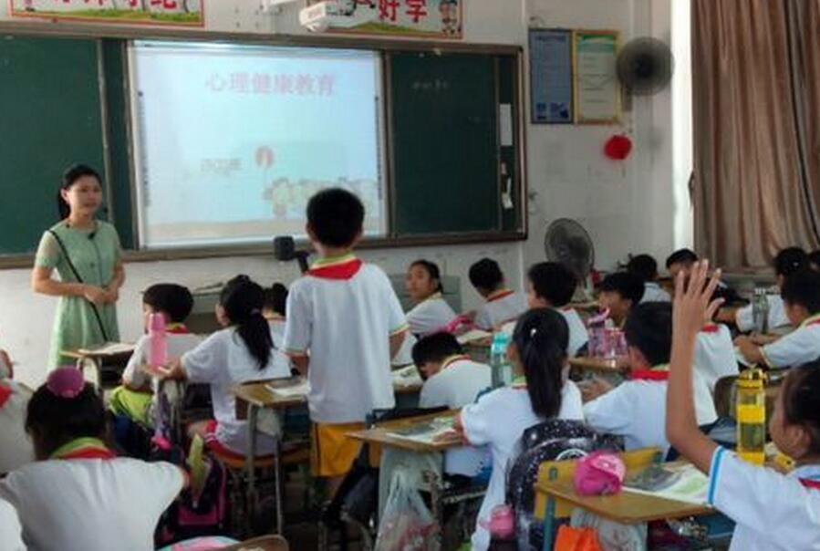 潭门镇中心学校掀起关注学生心理健康教育热潮