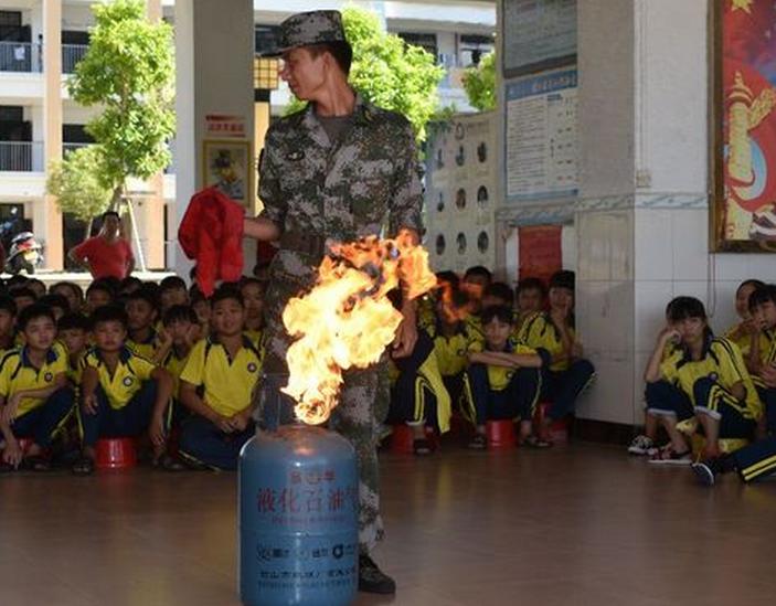 长坡中学开展消防安全疏散演练活动