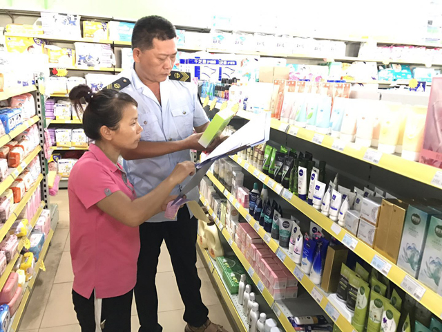 呵护美丽消费 琼海市食药监局持续开展化妆品经营秩序专项整治工作
