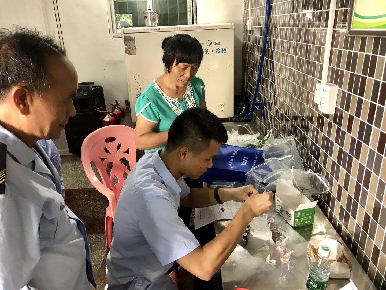 长坡食药监所联合工商所对农贸市场进行节前检查