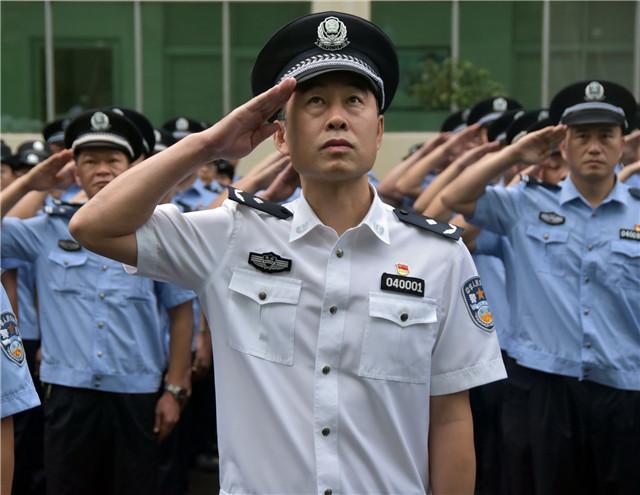 牢记使命 砥砺前行 琼海市公安局举行升国旗仪式