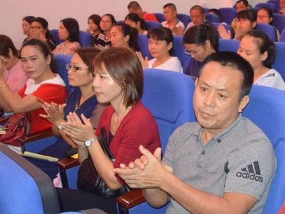 潭门镇中心学校掀起学习贯彻全国教育大会精神热潮