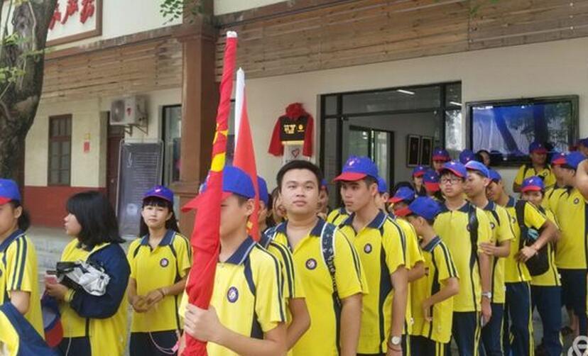 长坡中学组织团委学生会干部参观山叶筑梦创作空间