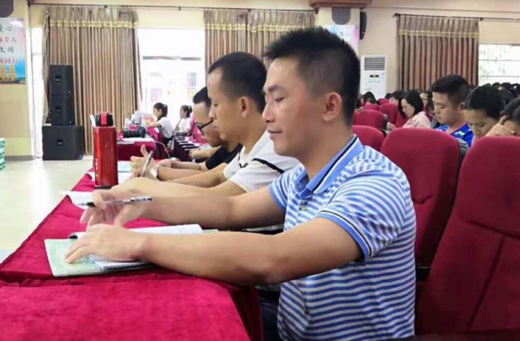 潭门镇中心学校15位老师参加市骨干培训学习