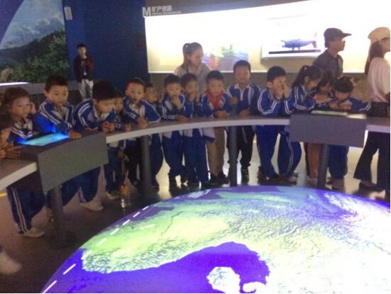 长江学校200多名学生参加走进南海研学活动