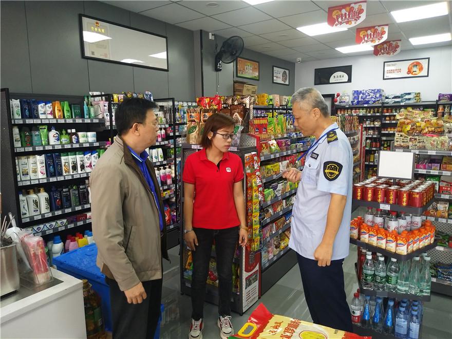 琼海市食药监局南门所及时叫停监管对象无证经营行为,现场勒令5家店停业