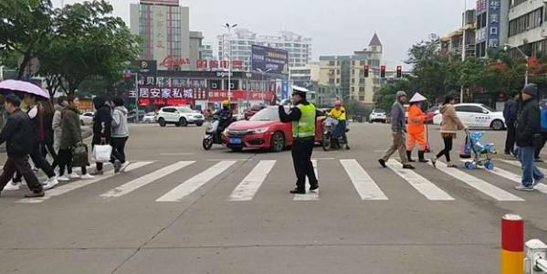 琼海公安交警圆满完成2019年元旦节期间交通安保工作