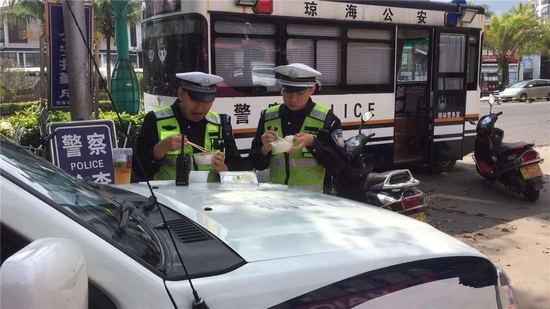 琼海交管大队283名警员春节坚守岗位,为万家团圆保安全畅通