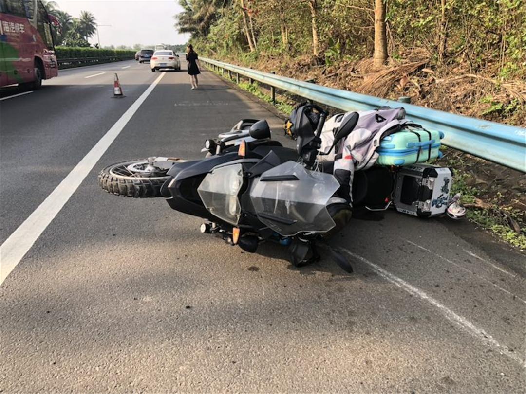 摩托车上高速发生事故,琼海公安交警提示:省内高速禁行摩托