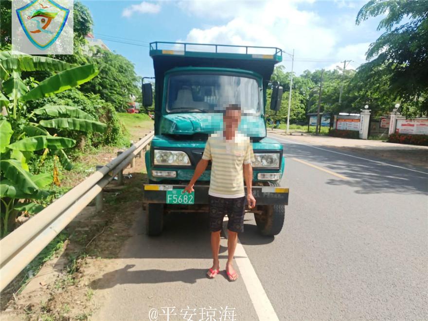 持假牌假证驾驶拖拉机 琼海一男子被依法拘留