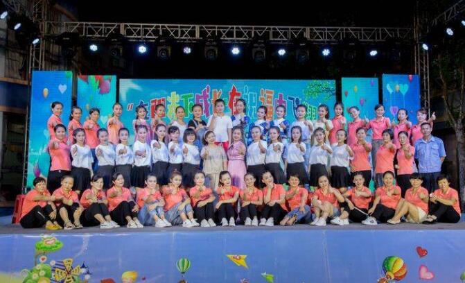 嘉积镇中心幼儿园举行2019年毕业文艺晚会