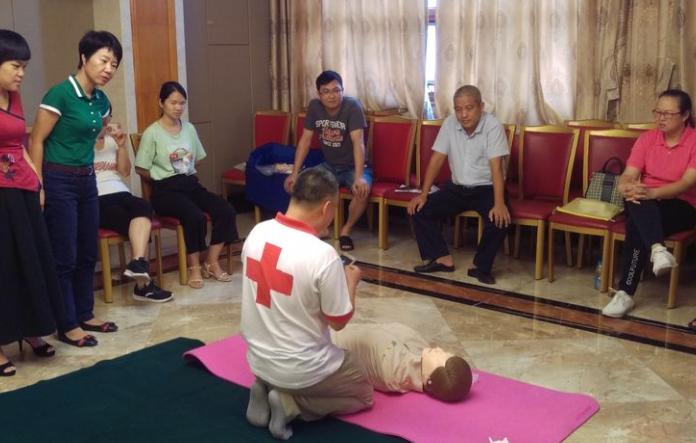 关爱生命 守护健康|温泉中学教师假期参加省红十字应急救护专题培训