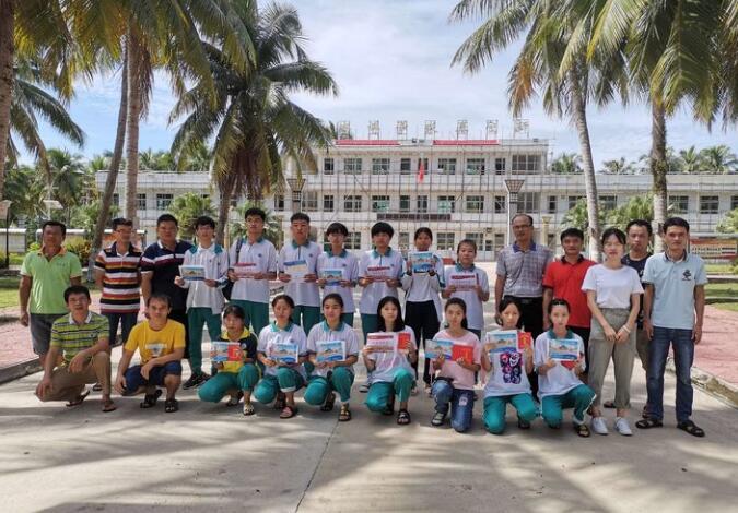 琼海市朝阳中学举行2019年毕业证书颁发仪式