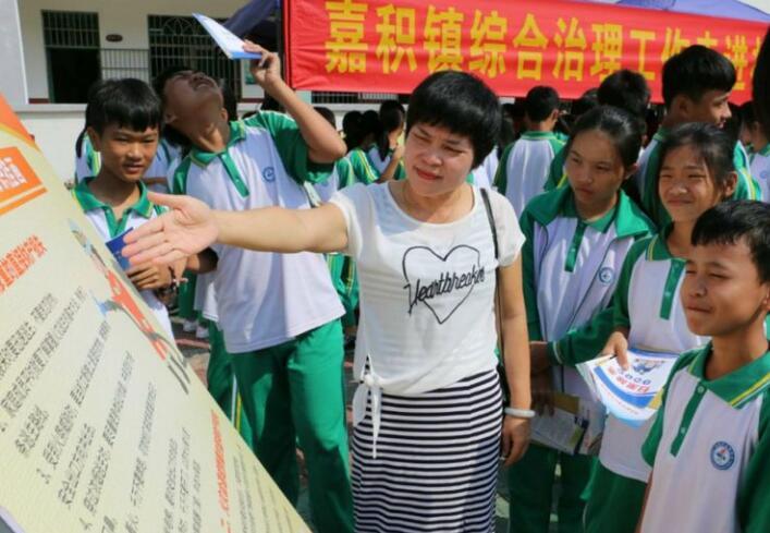 """温泉中学开展""""健康人生 绿色无毒""""国际禁毒日宣传活动"""