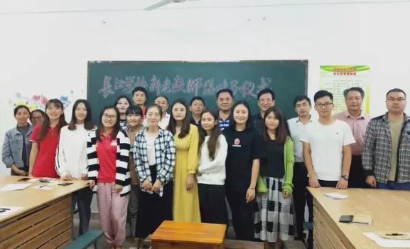 师徒携手,互助成长!长江学校开展新老教师结对活动