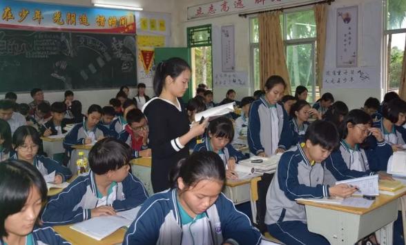 朝阳中学成功承办东片区语文、政治教研活动