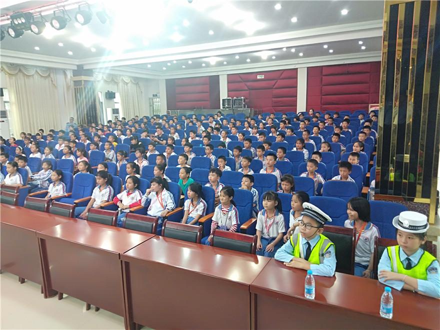 """琼海交警走进学校为""""122全国交通安全日""""宣传预热"""