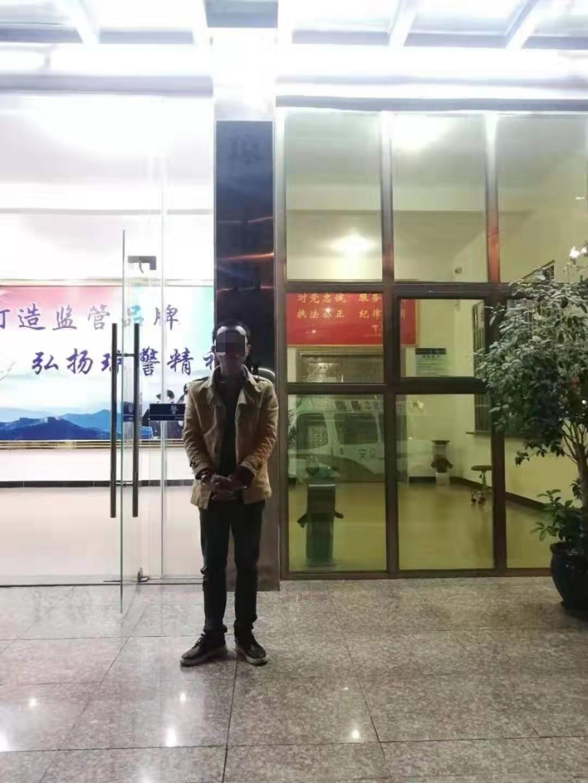 琼海交警依法行政拘留一名无证驾驶交通违法行为人