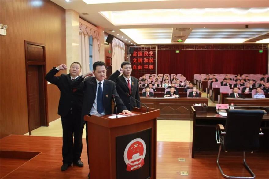 琼海法院召开新任职干部宪法宣誓仪式