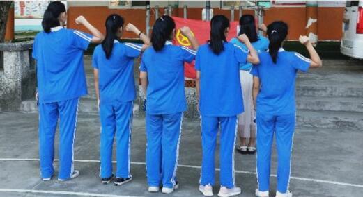 长江学校举行新团员入团仪式