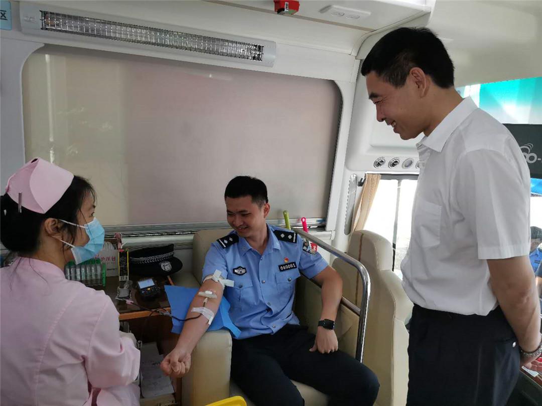 琼海市公安局开展无偿献血活动