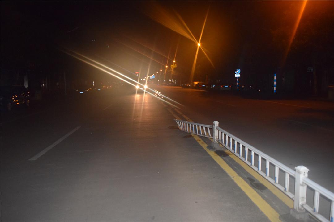 一男子撞坏护栏后驾车逃逸 琼海公安交警依法对其顶格处罚