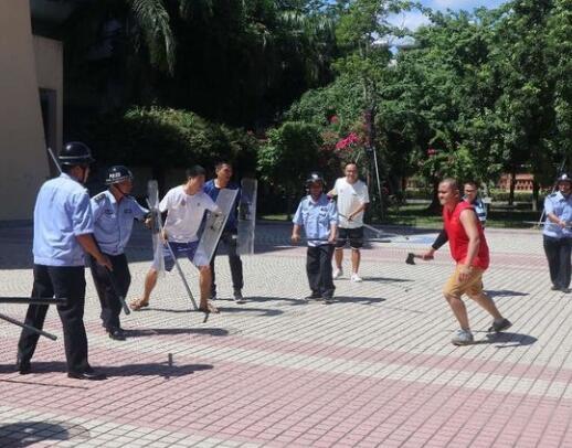筑牢生命防线|长坡中学举办校园反恐防暴应急演练
