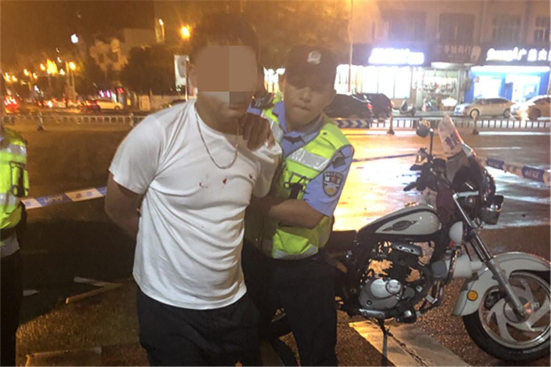 一男子遇交警设卡检查弃车逃跑 原是酒驾惹的祸