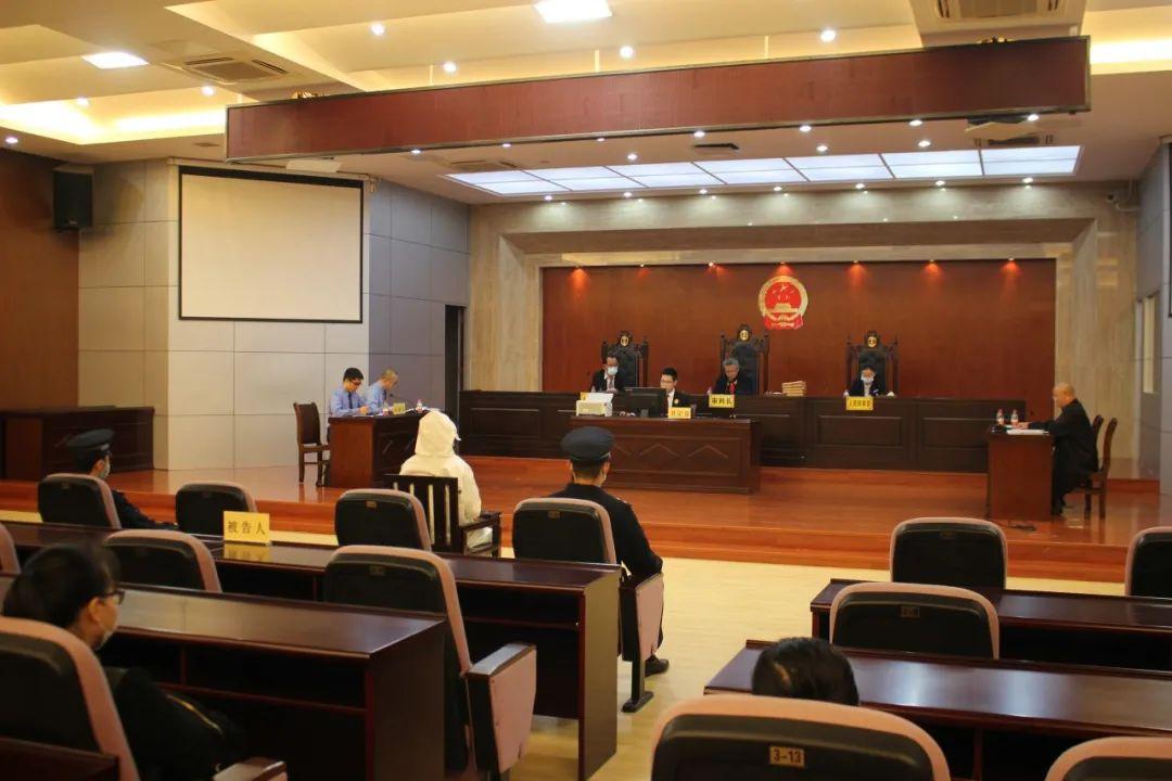 琼海法院公开开庭审理一起受贿案