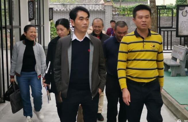 市教育局王春泉局长到万泉镇调研指导教育教学工作