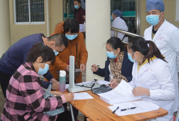 潭门镇中心学校教职工稳妥、有序接种新冠疫苗