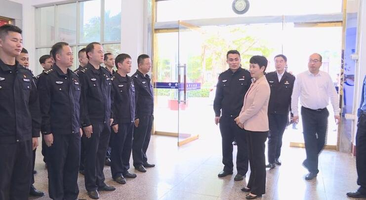 何琼妹等市领导走访慰问春节期间坚守岗位人员